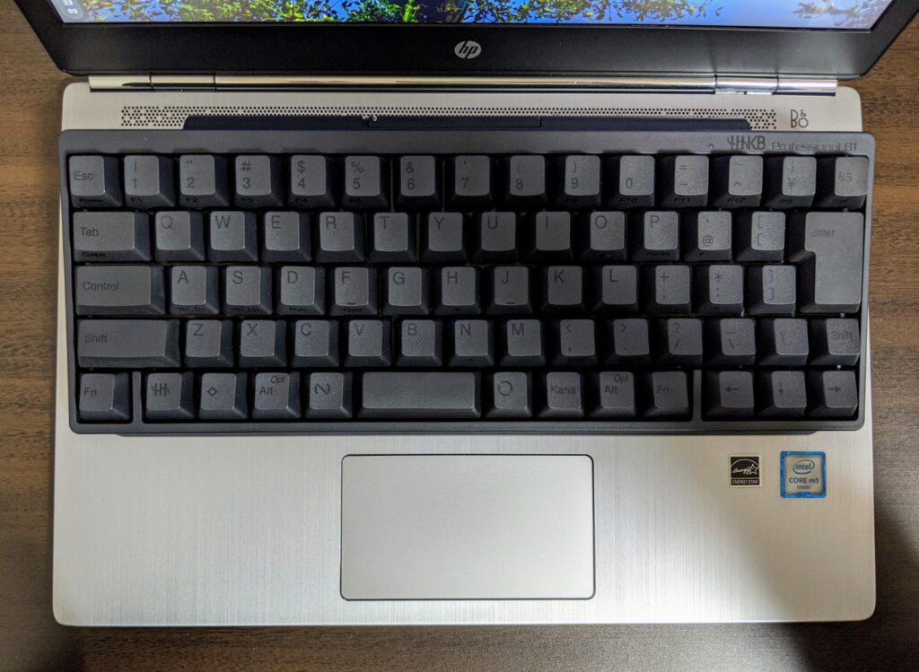 Chromebook+HHKBで尊師スタイル!ミニマル同士で相性いいかも!