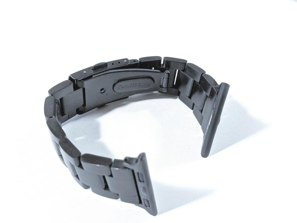 安価でスーツにも合うJEDirectのApple Watch用ステンレスバンドをレビュー。重厚感でイメージが変わる!