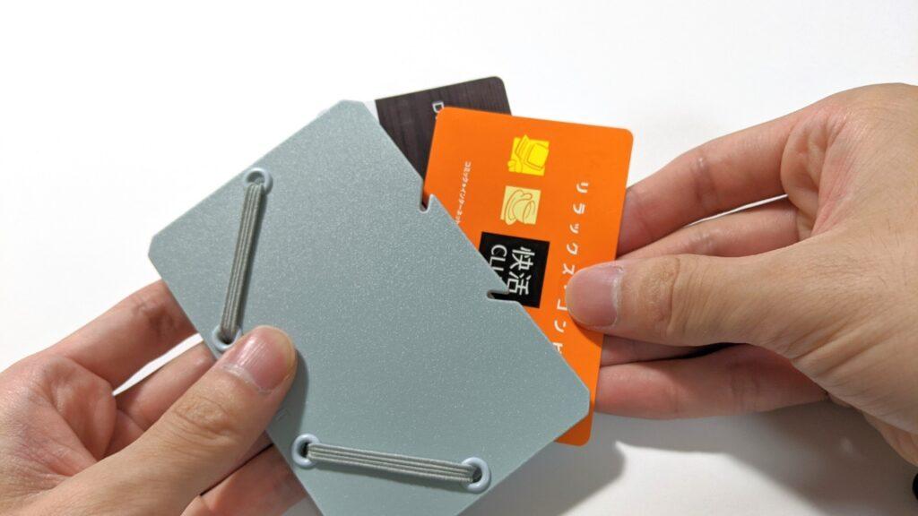 キャッシュレス化で使わなくなったカードどうしてる?コンパクトだけど収納力のあるカードホルダー「SAND IT」