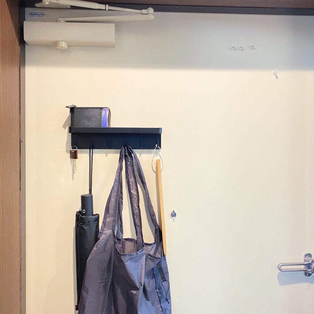 玄関ドアに収納スペースを増やしてくれる山崎実業のマグネットキーフック&トレイを購入