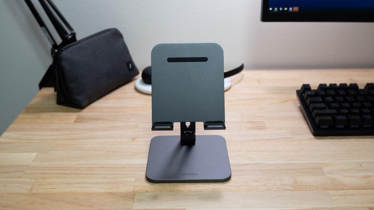 UGREENのタブレット用スタンドをレビュー。視点を高くしてiPadで快適に動画視聴できるように。